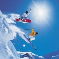 sciatore con snowboarder